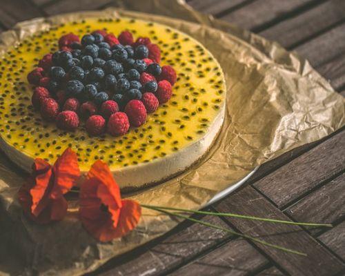 Что может служить украшением шоколадного торта?