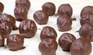 Правильные сладости, никогда не помешают нашей фигуре! Творожные шарики в шоколаде.