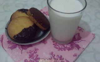 Песочное шоколадное печенье с арахисом и апельсиновой цедрой