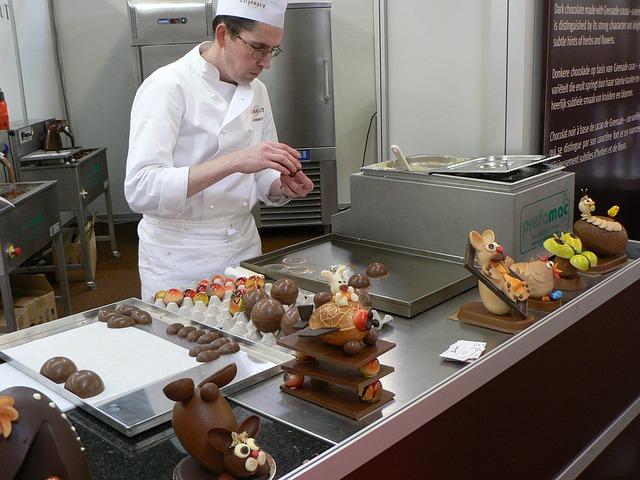 Шоколатье изготавливает брендированный шоколад