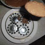 Шоколадные маффины со сливовым вареньем в духовке.