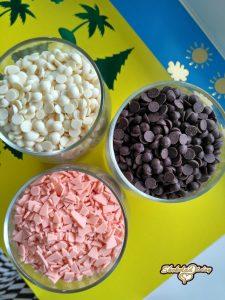 Разноцветные заменители какао масла лауринового типа.