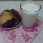 Фото 1: Песочное шоколадное печенье с арахисом и апельсиновой цедрой.