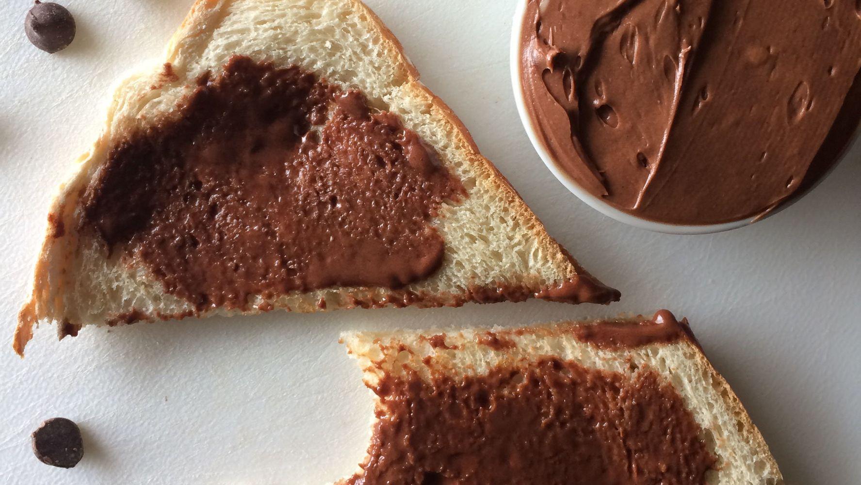 Фото shokoladnoe maslo na hlebe.