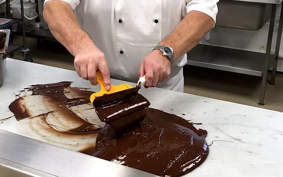 Фото 4. Темперирование. Шоколатье.