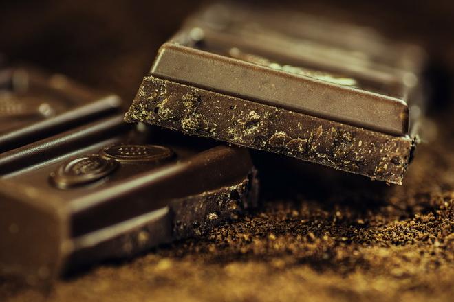 Фото 2. Плитка экстрачерного горького шоколада.