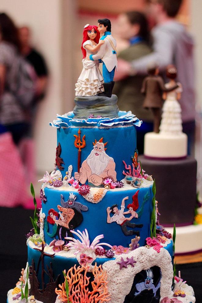 Торт украшенный героями мультфильма «Русалочка» Уолта Диснея.