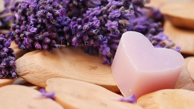 Мыло в форме сердца – ароматный подарок.