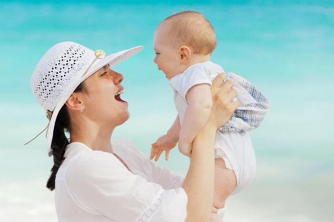 Счастливая мама и счастливый ребенок.