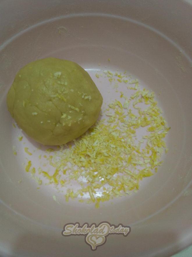 Фото pesochnoe dvuhtsvetnoe pechene s kakao i limonnoj tsedroj zavitushka 04.
