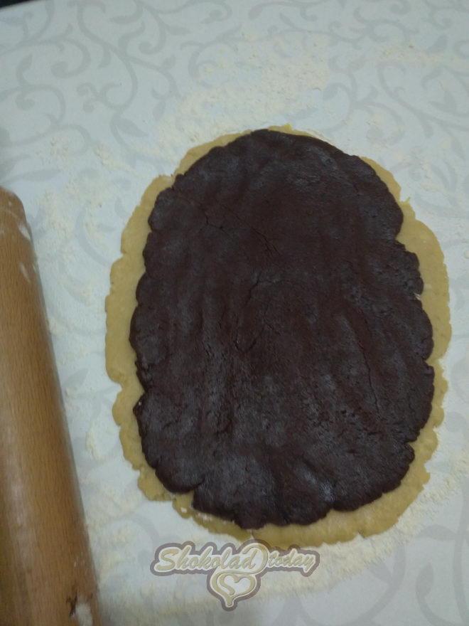 Фото pesochnoe dvuhtsvetnoe pechene s kakao i limonnoj tsedroj zavitushka 07.