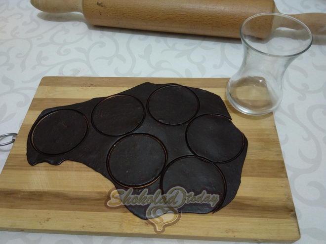 Фото торт с шоколадной мастикой 03.