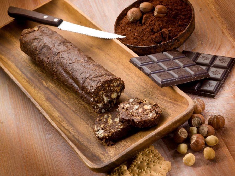 Шоколадная колбаса из печенья – 8 простых рецептов