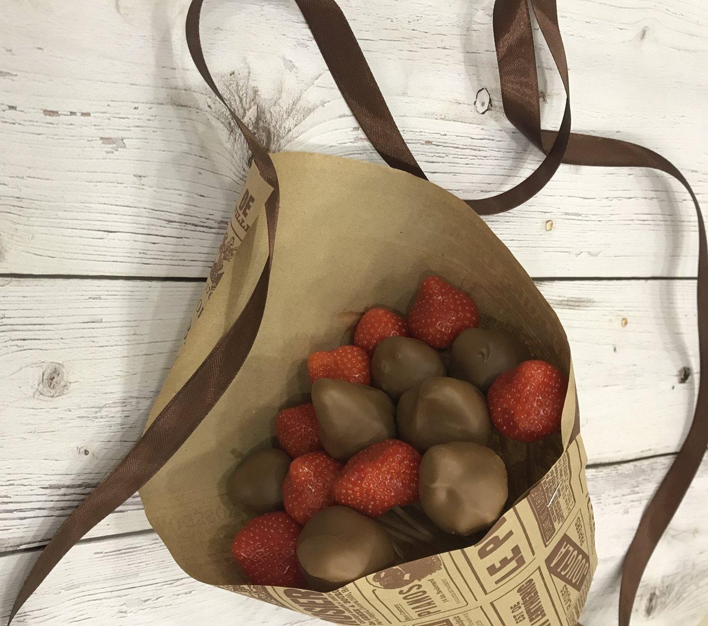Buket iz shokolada i fruktov