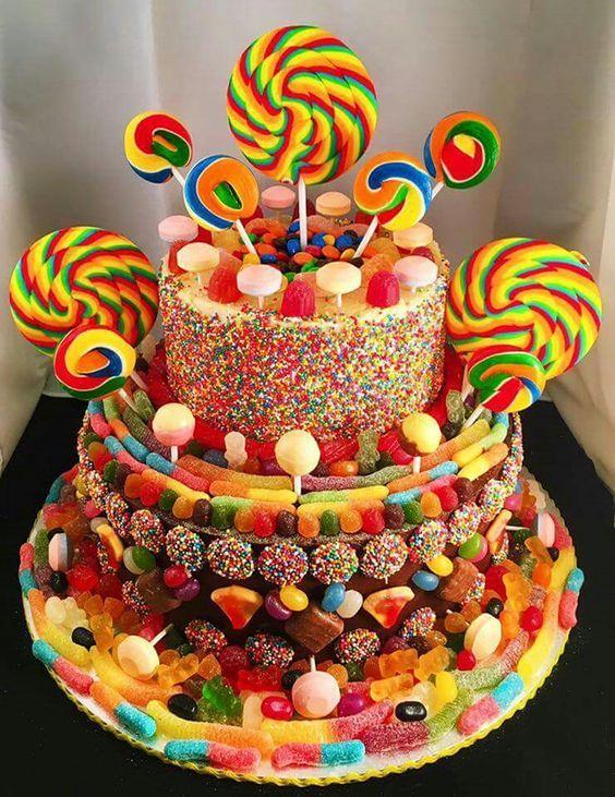 Фото tort ukrashennyj konfetami i shokoladkami 11.