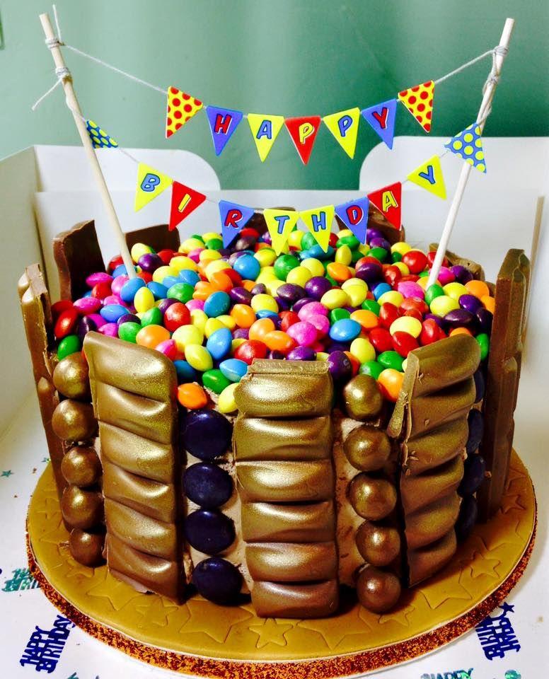 Фото tort ukrashennyj konfetami i shokoladkami 14.