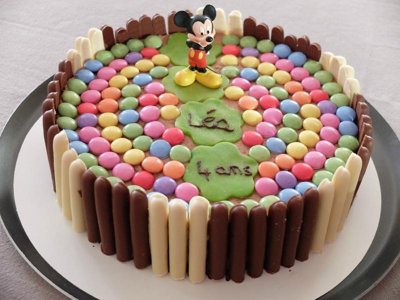 Фото tort ukrashennyj konfetami i shokoladkami 20.