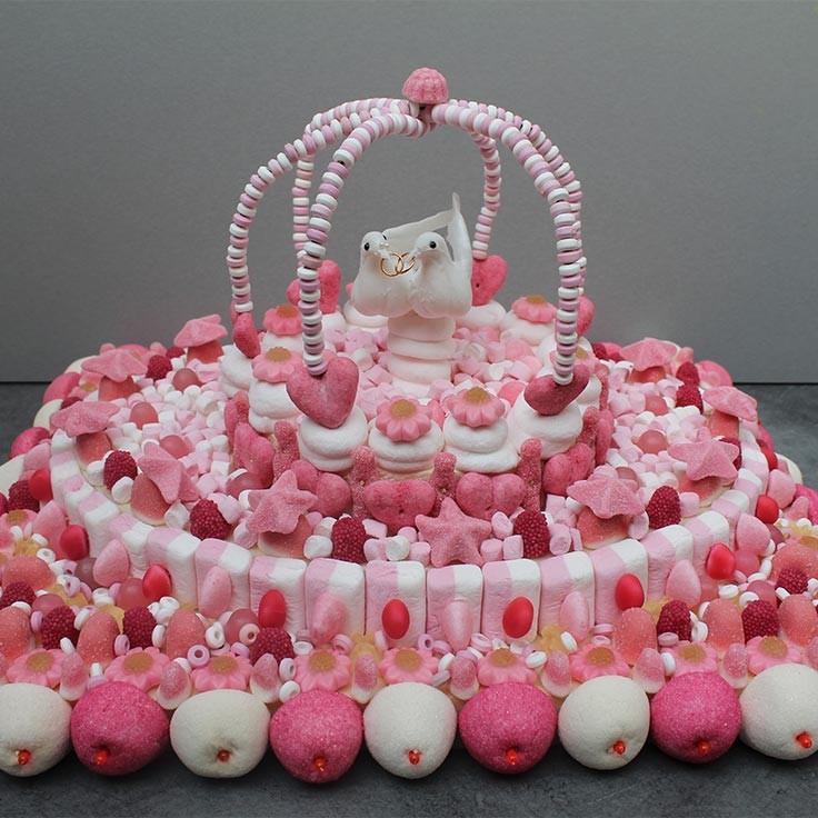 Фото tort ukrashennyj konfetami i shokoladkami 22.