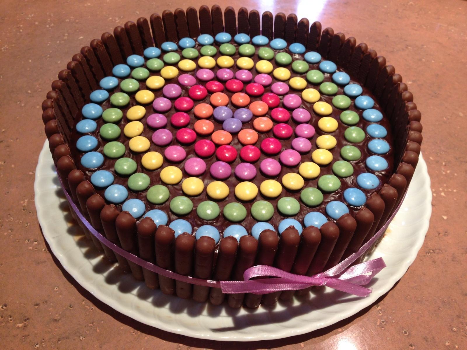 Фото tort ukrashennyj konfetami i shokoladkami 45.