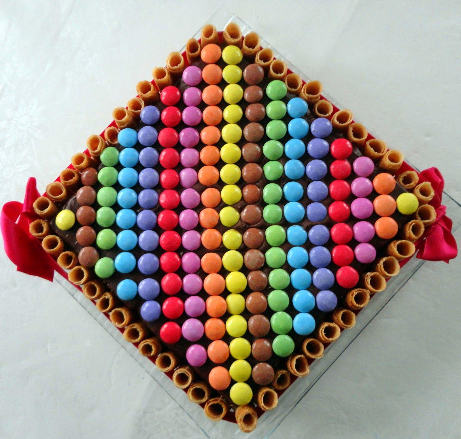 Фото tort ukrashennyj konfetami i shokoladkami 56.