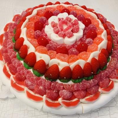Фото tort ukrashennyj konfetami i shokoladkami 57.