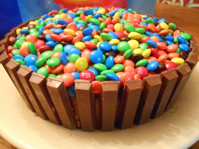 Фото ukrasheniya torta iz konfet i shokolada 7.