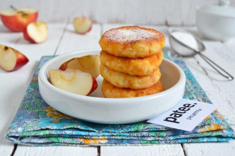 Творожные сырники с яблоками.