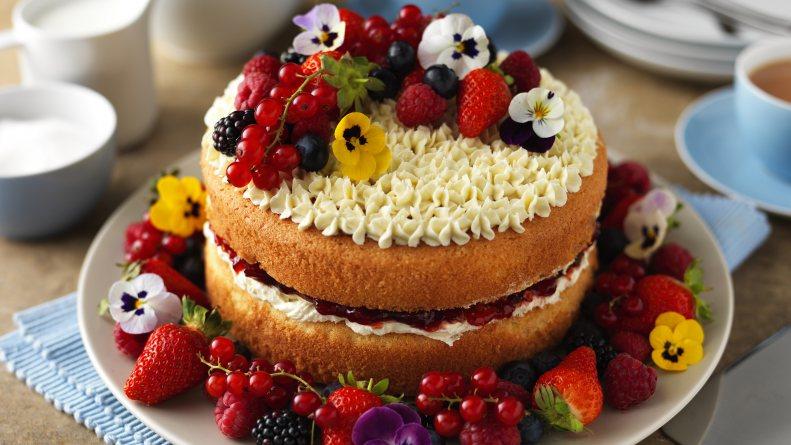 Фото tort ukrashennyj fruktami 1.