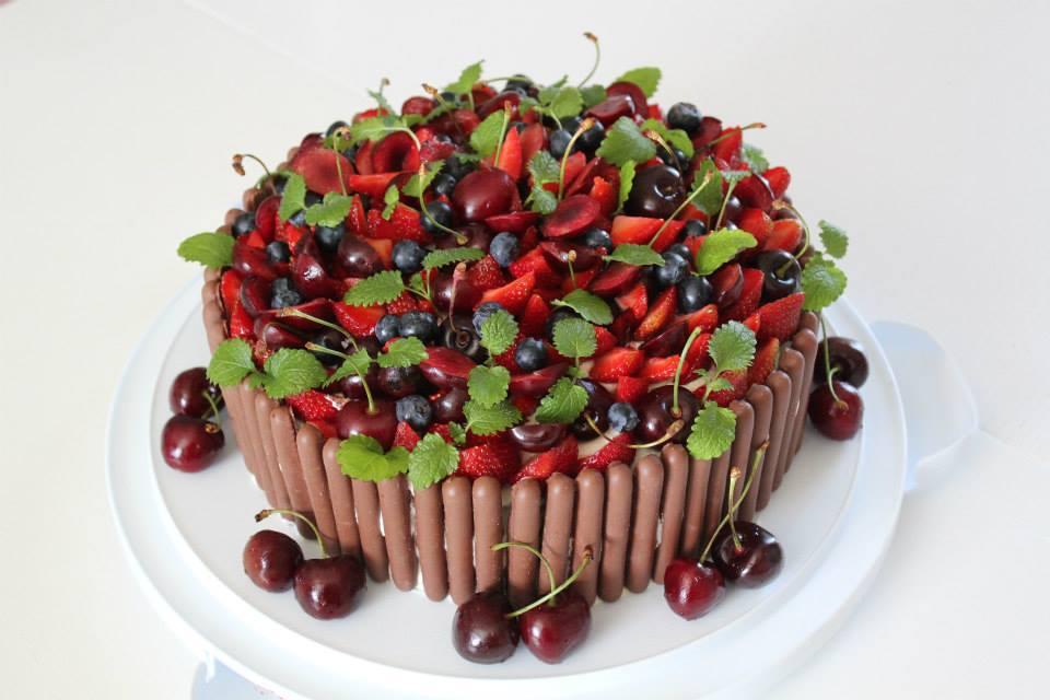 Фото tort ukrashennyj fruktami 2.