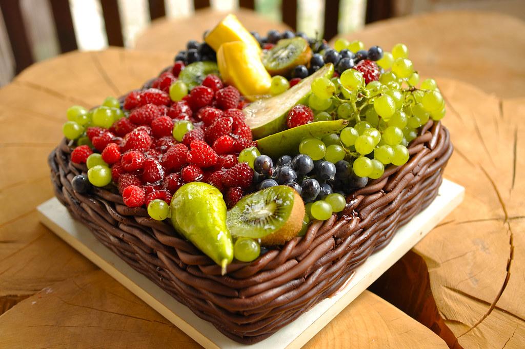 Фото tort ukrashennyj fruktami 22.