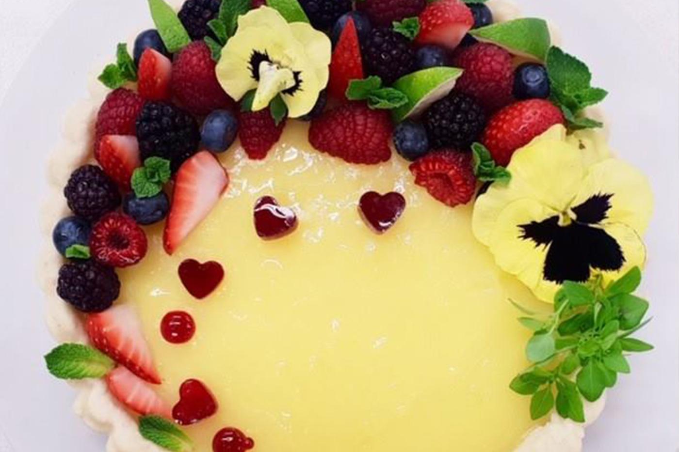 Фото tort ukrashennyj fruktami 38.
