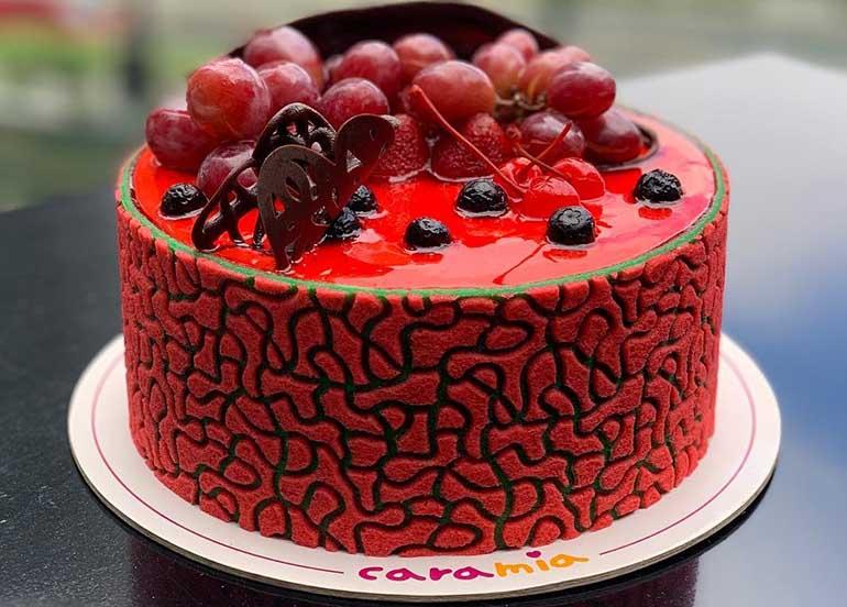 Фото tort ukrashennyj fruktami 40.