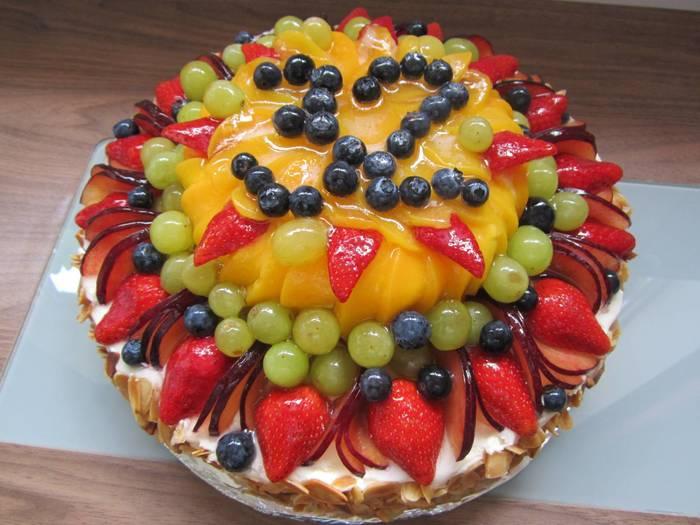 Фото tort ukrashennyj fruktami 46.