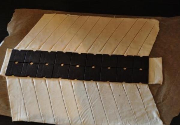Фото kosichka s shokoladom iz sloenogo testa.