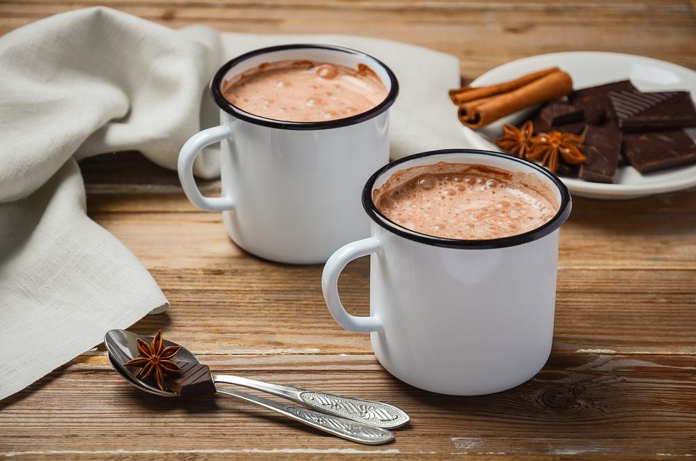 Фото две чашки шоколада.