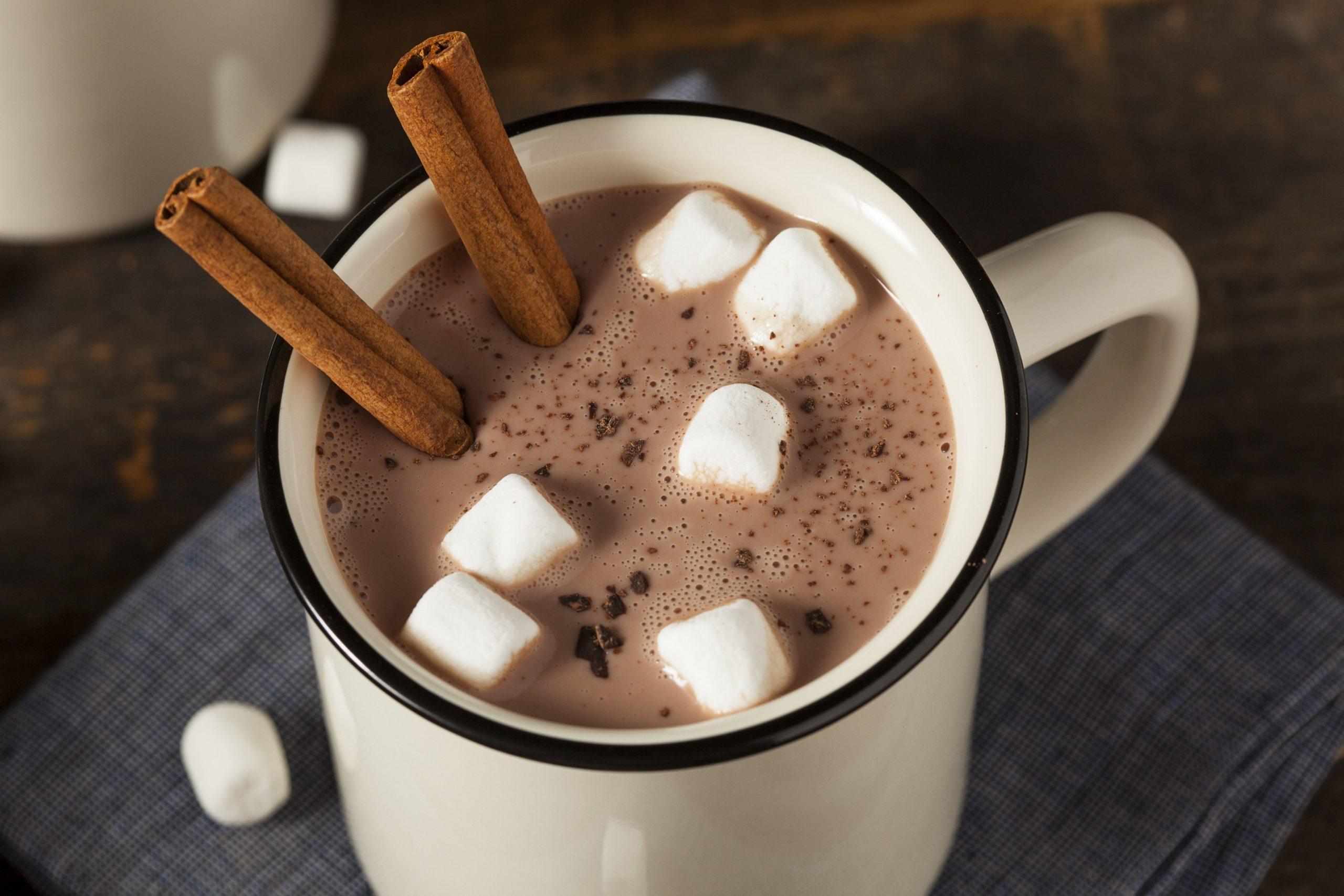 Фото горячий шоколад с маршмеллоу.