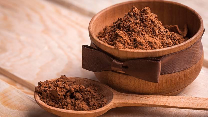 Фото какао бобы и порошок.