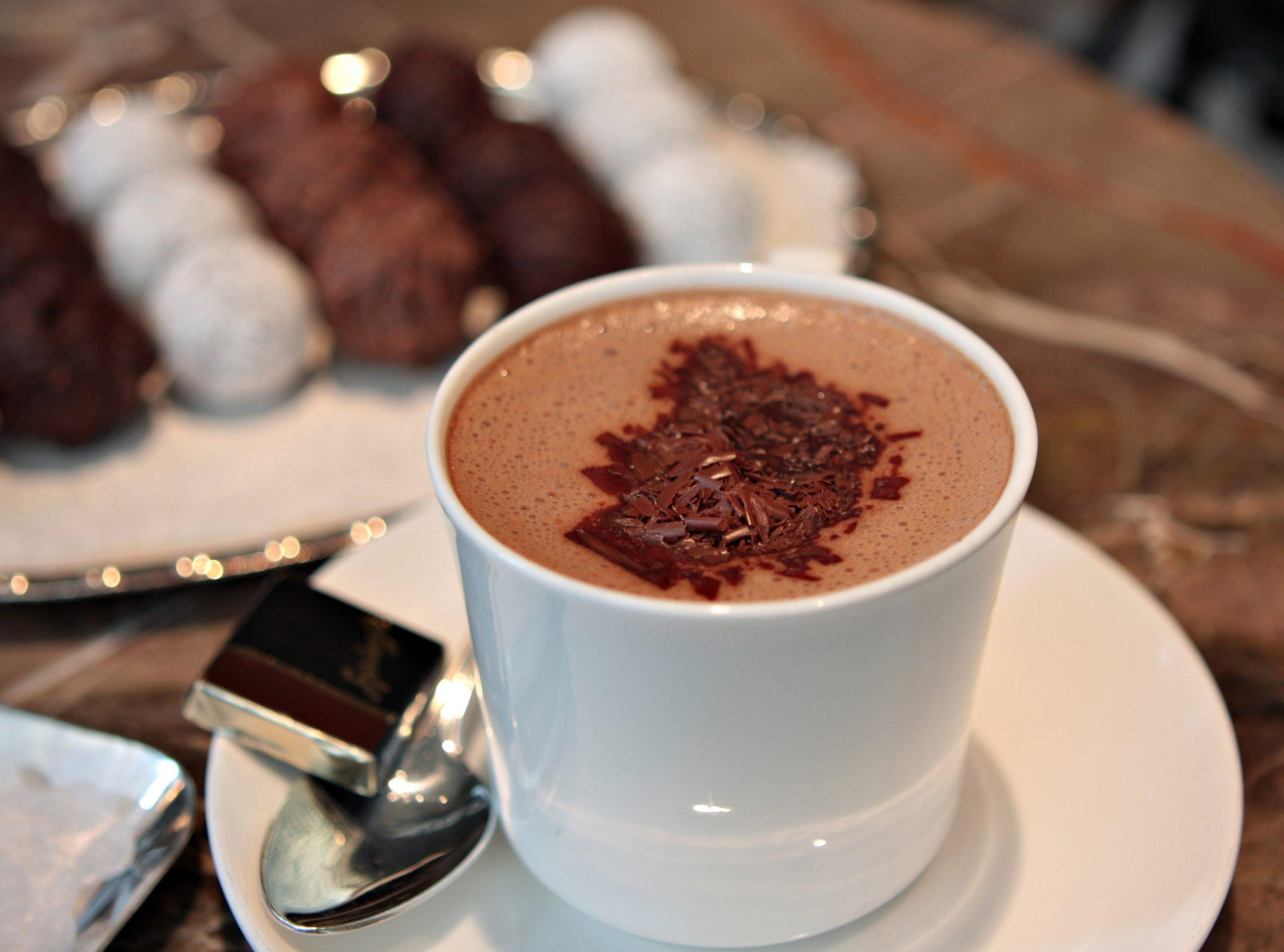 Фото какао с шоколадом.