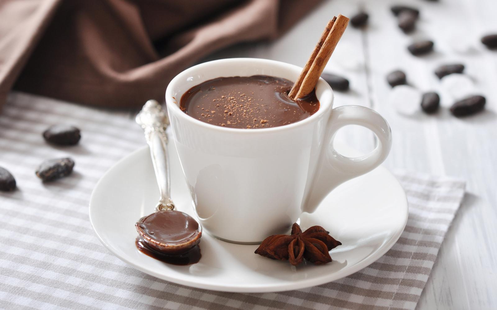 Фото шоколад с корицей.
