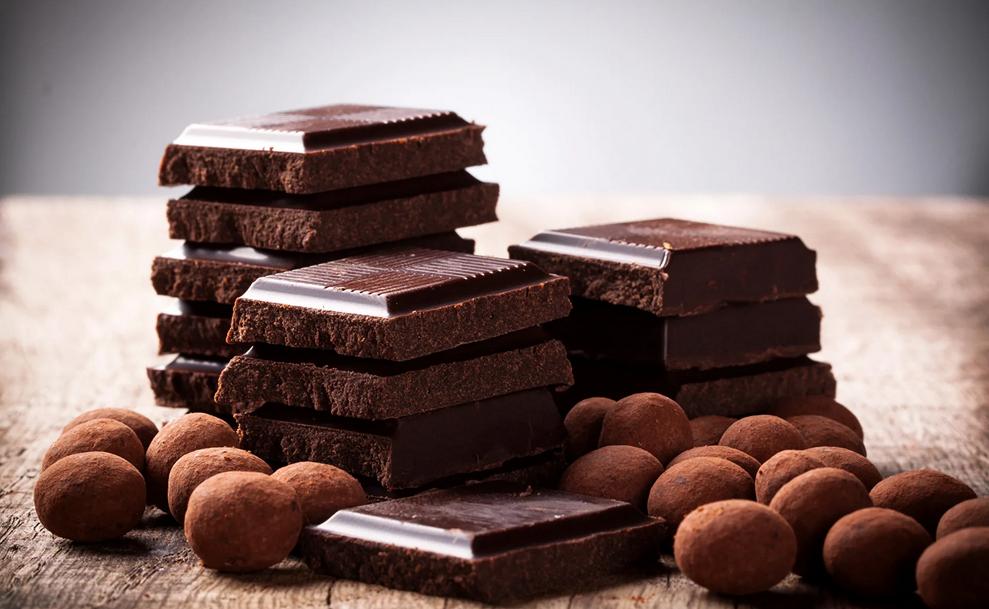 Фото выбор шоколада.