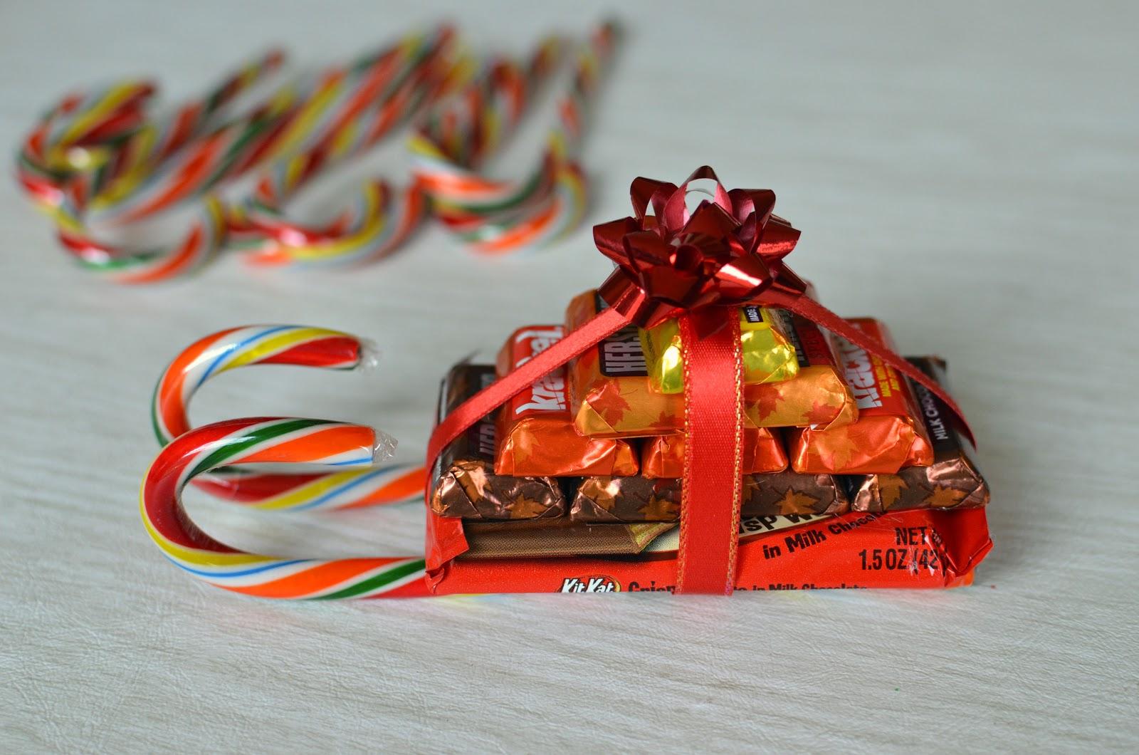 Фото сани из конфет.