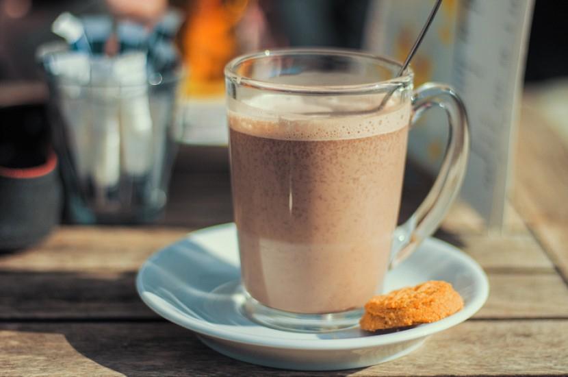 Фото какао в стакане.