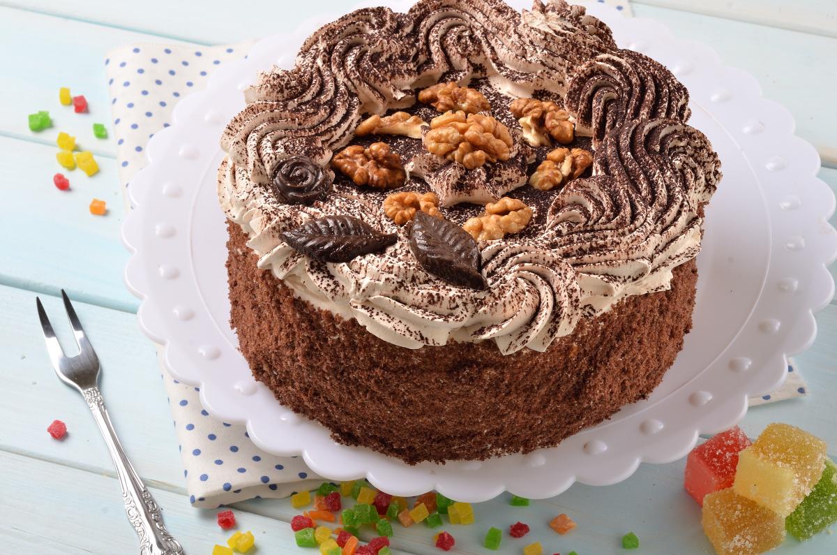 Фото торт шоколадный с кремом.