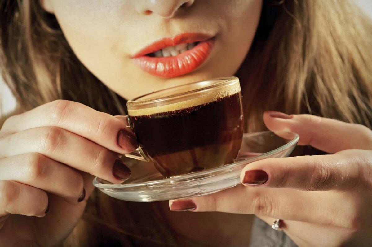 Фото пить кофе.