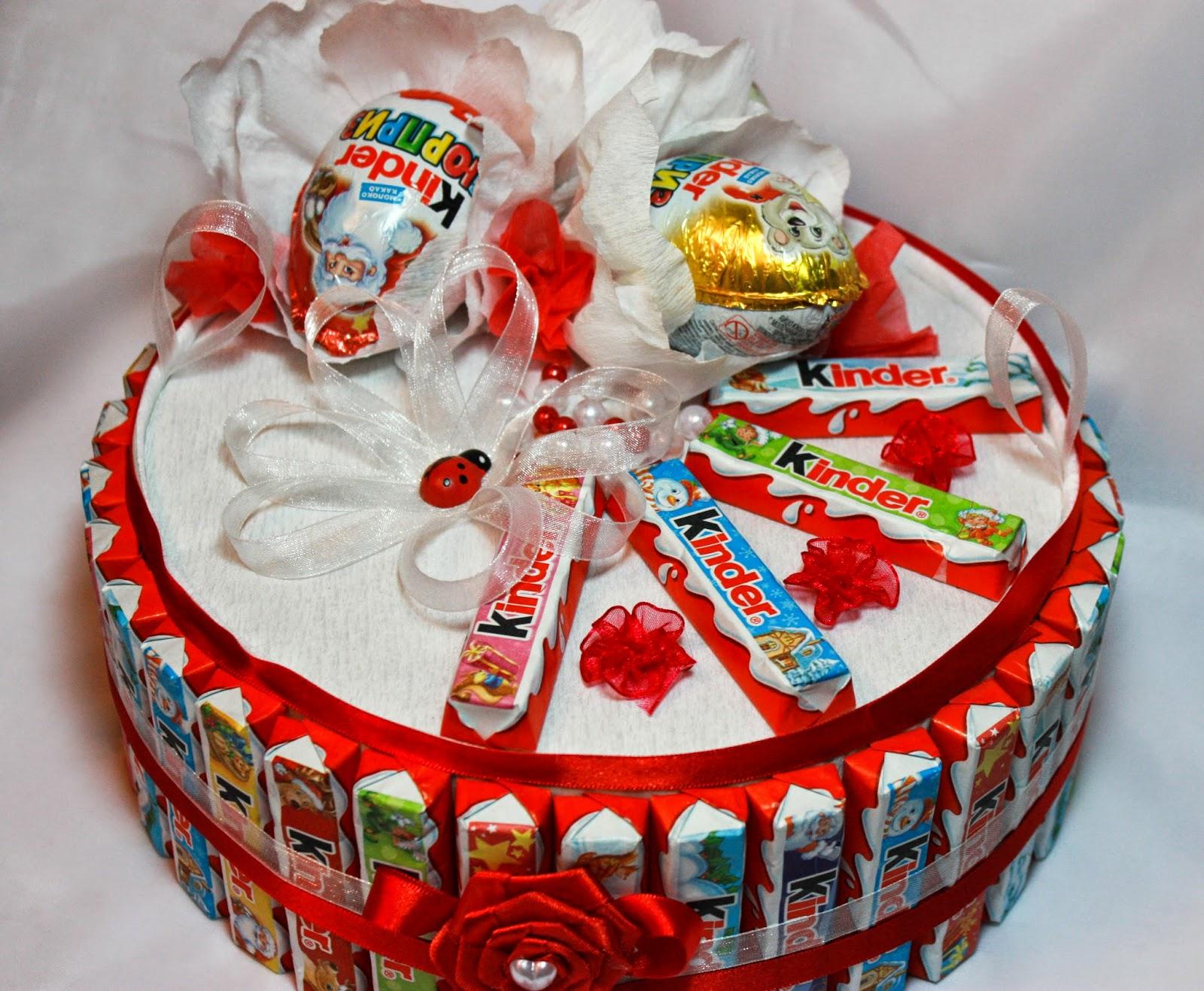 Фото торт из киндеров.
