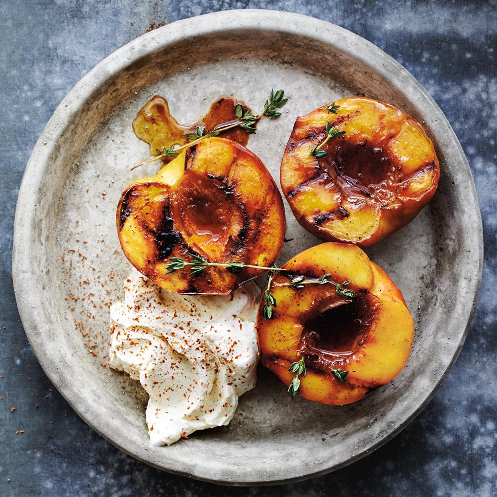 Фото подача персиков.
